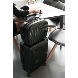 kabinbőrönd és piperetáska